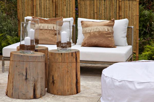 transformer un rondin de bois en petite table - Table De Nuit Rondin De Bois